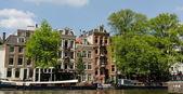 Colrful-kanal-seite in amsterdam — Stockfoto