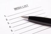 Chiuda in su della lista dei desideri in bianco e penna — Foto Stock
