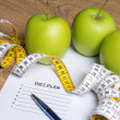 Diet concept - close up of paper with diet plan, apples and meas — ストック写真 #72964703