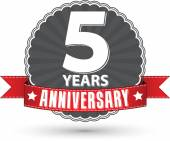 Celebrating 5 years anniversary retro label with red ribbon, vec — Stock Vector
