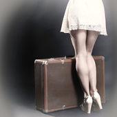 Donna con la valigia — Foto Stock