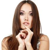 Flicka med långa bruna hår — Stockfoto