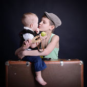 Boy  kiss his  brother — Stock Photo