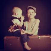 Pojke och lillebror — Stockfoto