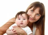 Jovem mãe segurando bebê bonitinho — Foto Stock