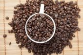 Coffee beans in coffee cup — Stock Photo