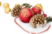Christmas red ball, zweig der fir, perlen — Stockfoto