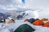 Mountain view from  Lenin peak camp 4. Climbers preparing for  summit attempt in their tents. Pamir mountains, Kyrgyzstan — Stock Photo
