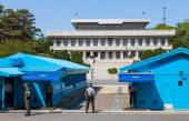 Korean soldiers watching border between South and North Korea in the Joint Security Area (DMZ) — Stock Photo