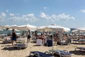SUNNY BEACH, BULGARIA - AUGUST 29: People visit Sunny Beach on August 29, 2014. Sunny Beach is the largest and most popular seaside beach resort in Bulgaria. — Stock Photo