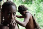 Portrait of Korowai girl   — Stock Photo