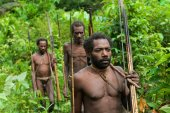 Oceania, Indonesia, Irian Jaya. Korowai tribe. — Stock Photo