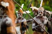 Headhunters of a tribe of Asmat — Stock Photo
