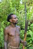The Portrait Korowai hunter with arrow and bow.  — Stock Photo