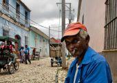 Cuban local man smoking cigar — Stock Photo