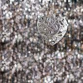 Серебряный сердца Рожденственский орнамент — Стоковое фото