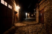 Empty night street in caucasus mountain village, Lahic, Azerbaij — Stock Photo