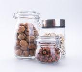 Tuercas. mezcla de frutos secos en el fondo — Foto de Stock