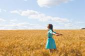 Woman in wheat field — Stock Photo
