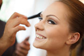 Stylist pinning up a bride's hairstyle — Stock Photo
