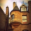Historical architecture in the street of the Old Town in Edinburgh, Scotland — Stock Photo #53985307