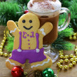 Glass of hot chocolate and Christmas gingerbread man — Stock Photo