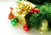 Golden gift box with beautiful ribbon, christmas still life — Stock Photo