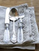 Vintage silver cutlery with linen napkin on wooden background — Stockfoto