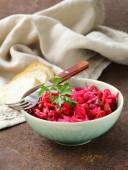 Traditional Russian salad of beetroot and pickled cabbage (vinigret) — ストック写真