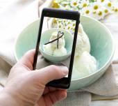 Smartphone shot food photo -  vanilla ice cream with natural vanilla sticks — Foto Stock