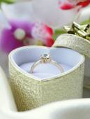 Gold ring with diamond in a beautiful box — Stock Photo