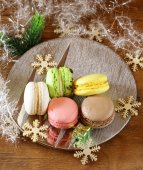 Multicolor French macaroons sweet treats Christmas present — Stock Photo