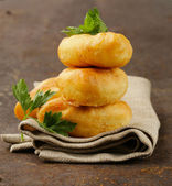 Homemade fried pies with potatoes, rustic style — Stockfoto