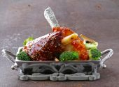 Meat shin baked with tomato sauce with vegetables garnish — Stock Photo