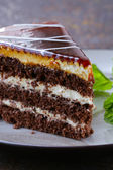 Lezzetli tatlı festival kek çikolata ve meyve parçası — Stok fotoğraf