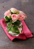 Bouquet of pink roses on a table — Foto de Stock