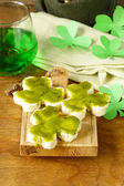 Funny sandwiches in the form of clover with green cheese Patrick's Day food — Zdjęcie stockowe