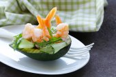 Fresh avocado with shrimp and cucumber served on a plate — Stockfoto
