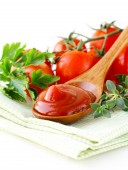 Natural tomato sauce (ketchup) with herbs and spices — Stock Photo