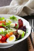 Easter Spring salad with quail eggs, tomatoes and cucumbers — Stock Photo