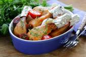 Fried chicken legs with herbs and spices, vegetables for garnish — Stock Photo