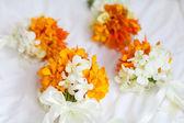 Arrangement floral lors d'une cérémonie de mariage sur la plage — Photo