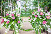Floral arrangement at a wedding ceremony on the beach.  — Foto de Stock
