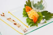 Decorating desserts and food that was prepared for the wedding  — Stock fotografie