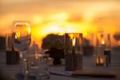De instelling van de tabel op een bruiloft receptie — Stockfoto