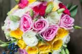 Colorato mazzo di Rose per organizzazione di matrimoni. — Foto Stock