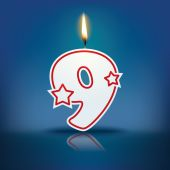 Candle number 9 with flame — Stock Vector