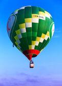 Green flying balloon — Foto Stock