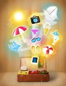 旅游袋与多彩夏季图标和符号 — 图库照片