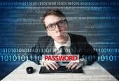 Mladí geek hacker krade heslo — Stock fotografie